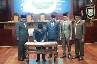 Seluruh Fraksi DPRD Kab. Probolinggo Setujui Tiga Raperda