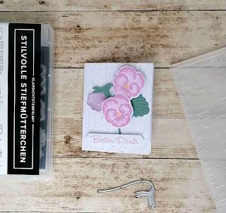 Farben:  Grundweiß, Seladon, Freesien-Lila Stempel: stilvolle Stiefmütterchen Werkzeug: Prägeform 3D Baumrinde  Stanzformen: Stiefmütterchen-Mix