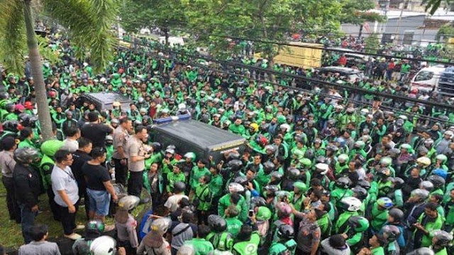 Sudah Tunjukkan Video Jokowi, Driver Ojol Ini Masih Ditagih Cicilan Oleh Debt Collector