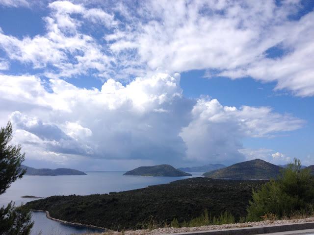 widok na morze i wyspy w Chorwacji