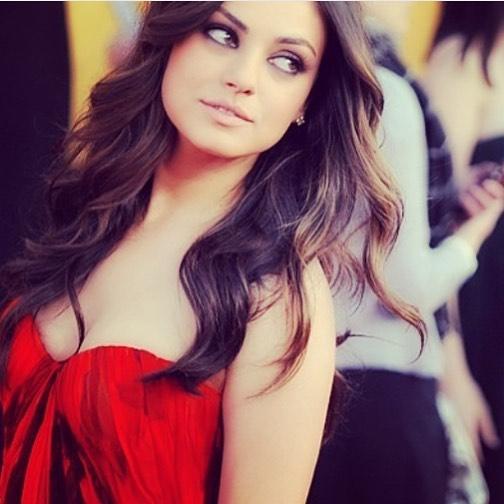 Mila Kunis Hot & Sexy Pics