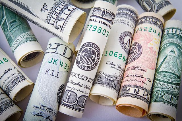 rupiah  melemah tajam membuat nilai tukar atas dolar menyentuh level 16.000 per dolar