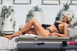 Chloe-Ferry-on-her-holiday-break-in-warmer-climes-out-in-Dubai.-a7fc9etux6.jpg