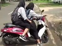Duh, Hindari Razia Polisi, Nasib 2 Pelajar Putri Pengendara Motor Ini Malah Apes
