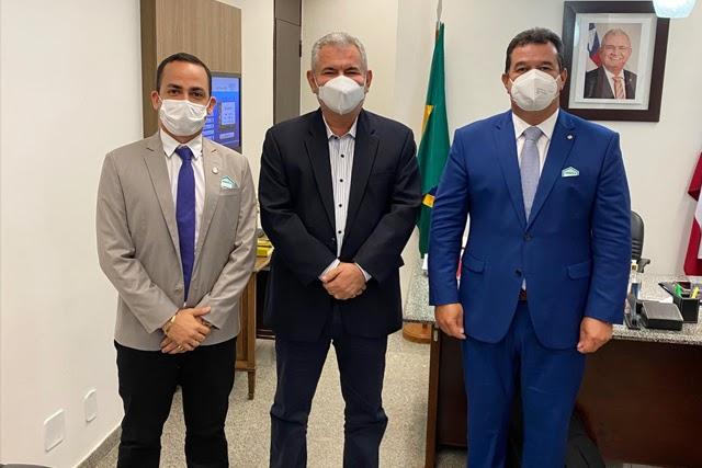 Prefeito de Ituaçu Phellipe Brito se reúne com Senador Ângelo Coronel em Brasília