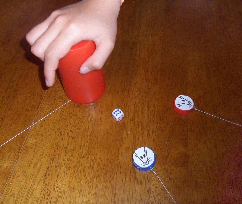 Juegos de mesa con tapitas de refresco - Como cazar un raton en un piso ...