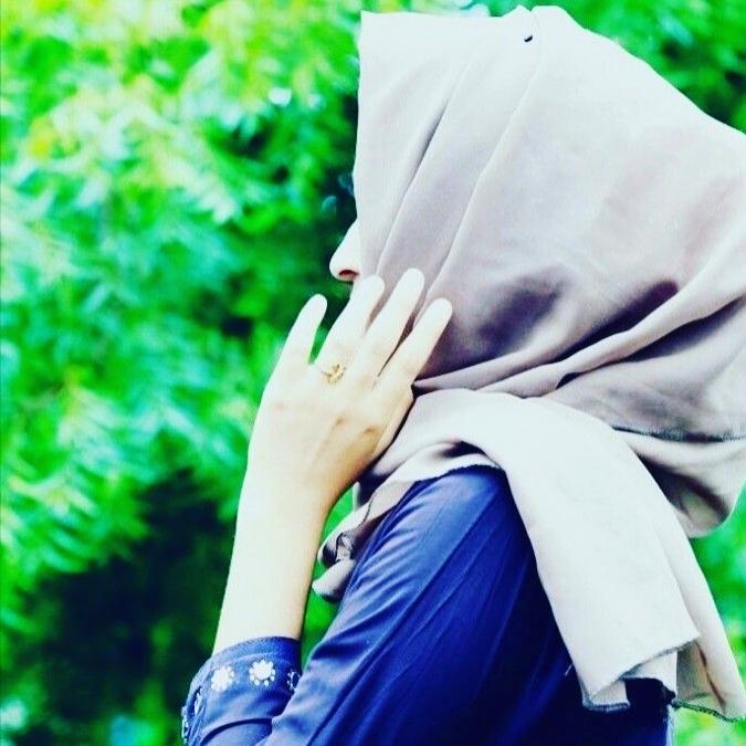 Girl Hide Face Dpz