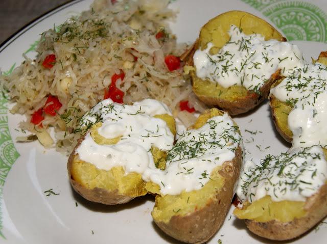 ziemniaki pieczone  z dipem