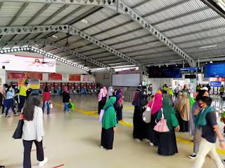 Stasiun Bogor Mulai Ramai, Emak-emak Massa PA 212 Ikut Demo ke Istana Negara