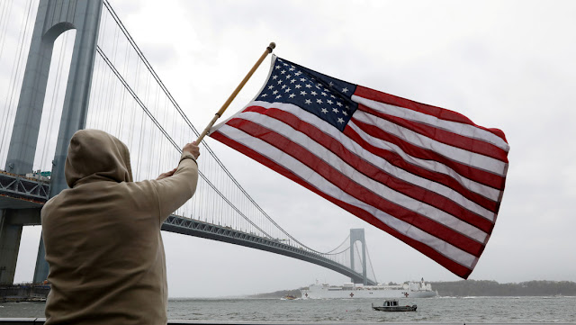Un sacerdote español ofrece ayuda y comida a los más castigados por la pandemia en Nueva York