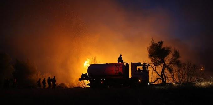 Óriási tűz pusztít egy hódmezővásárhelyi állattartó telepen