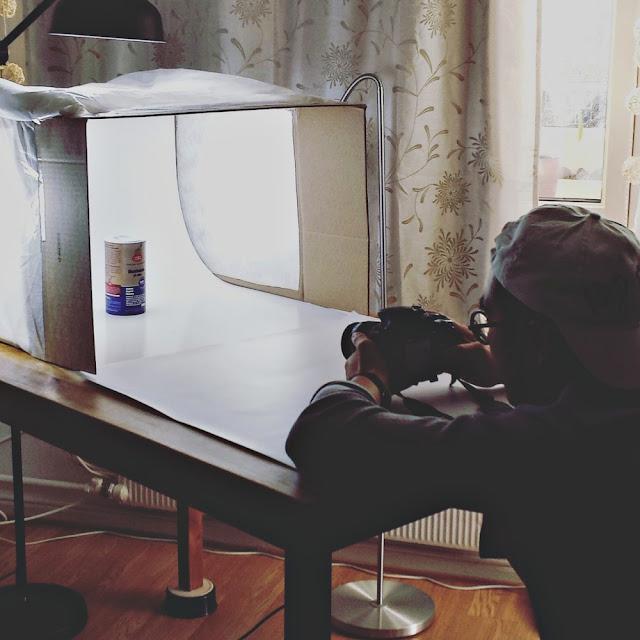 Entreprenørskap: God hjelp til fotografering av produkter hadde vi også! (i en hjemmesnekret fotoboks)