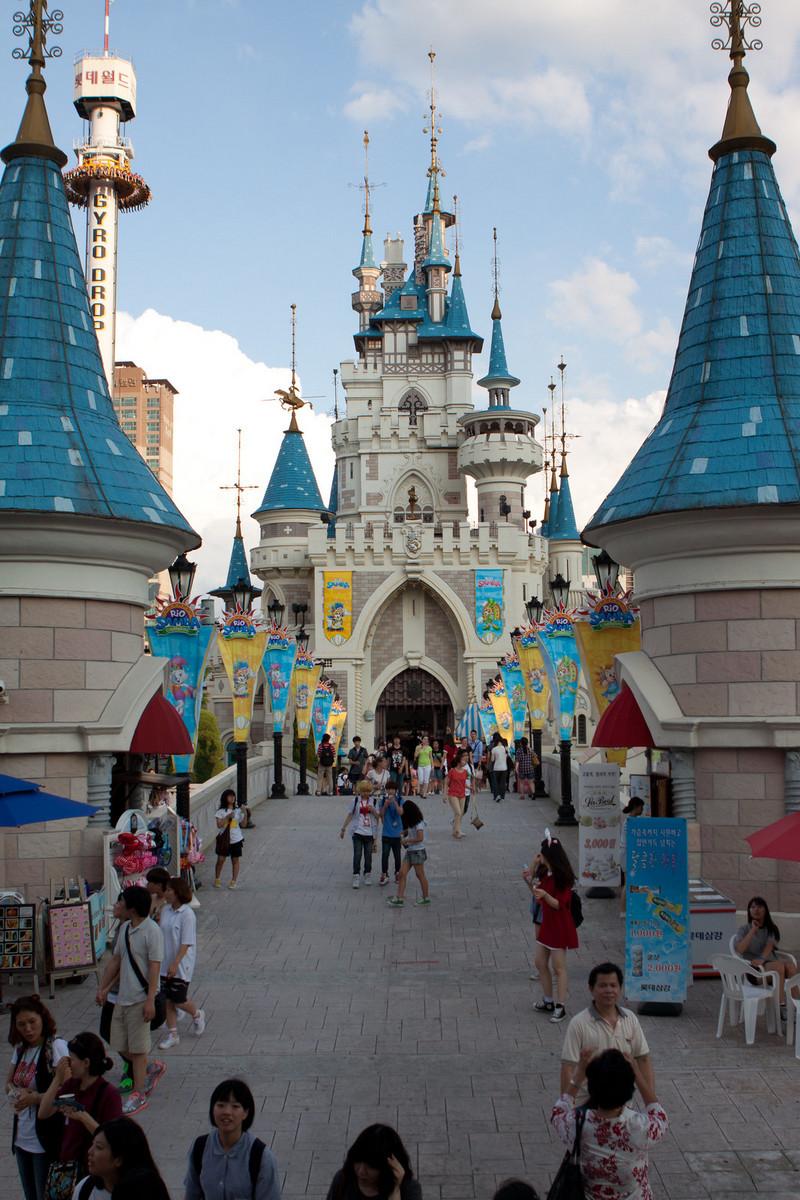 Lotte World Amusement Park (Seoul)