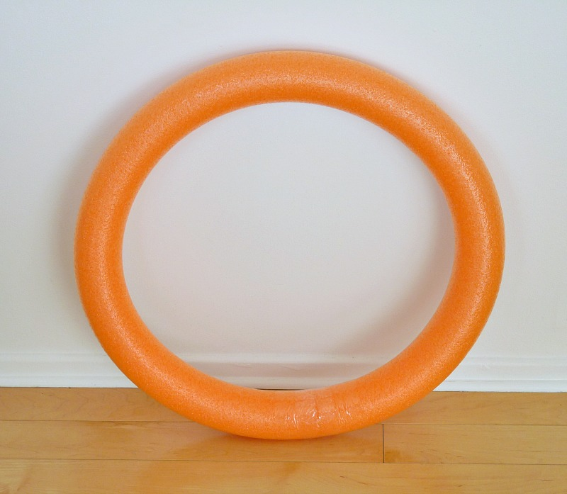 How to make a wreath form out of a pool noodle