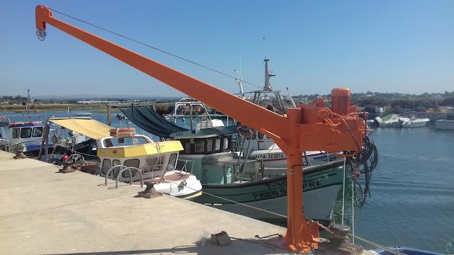 União de Freguesias de Moncarapacho e Fuseta colocou uma grua no Porto de Pesca da Fuseta