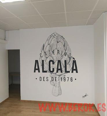 Rotulación pintada a mano para oficina de Catering Alcalá