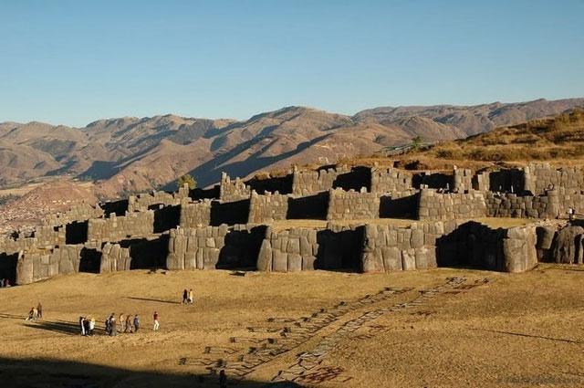 Tembok Sacsayhuaman, Peru