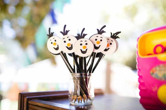 Frozen, aniversário, releitura, decoração, diy, faça você mesma, inspirações, tema frozen, ideia criativas, fofurinhas da tetê