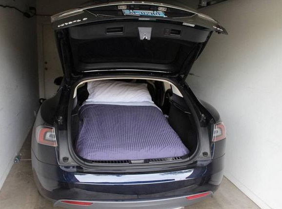 Tesla Model S colchon para dormir
