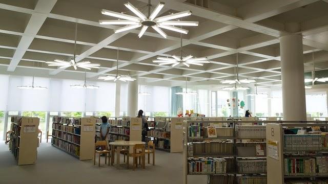 金沢海みらい図書館 児童図書コーナー