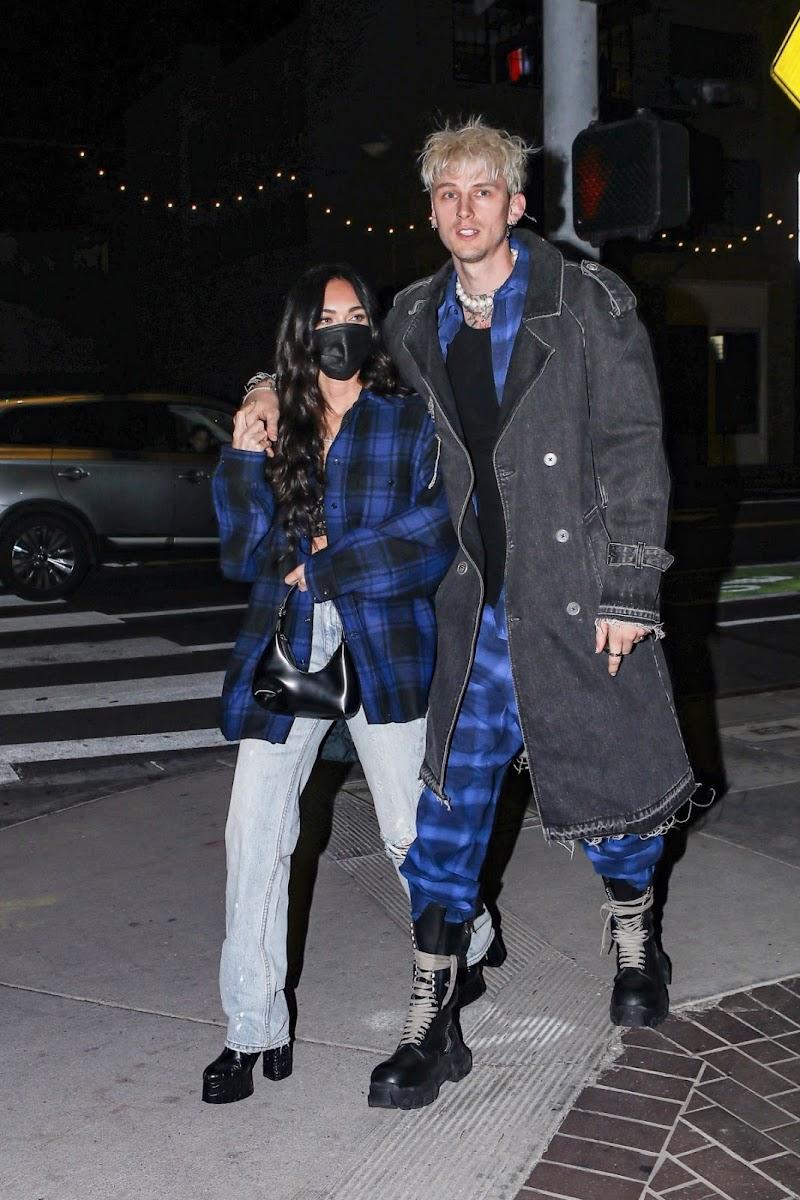 Megan Fox and Machine Gun Kelly Clicked at Via Veneto in Santa Monica 14 Apr-2021