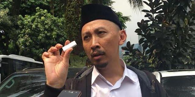 Soal Tweet 'Evolusi' Abu Janda, Ahli Bahasa: Ada Ketidaksenangan Dan Merendahkan Natalius Pigai