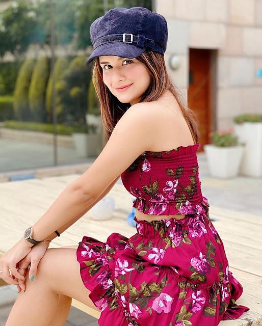 beautiful avneet kaur images, whatsapp dp images, whatsapp dp for girl,