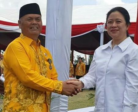 Menteri Koordinator Bidang Pembangunan Manusia dan Kebudayaan RI , Puan Maharani (kanan)