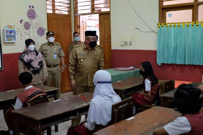 Idris-Imam Tinjau Hari Pertama Pelaksanaan PTMT di Sejumlah Sekolah