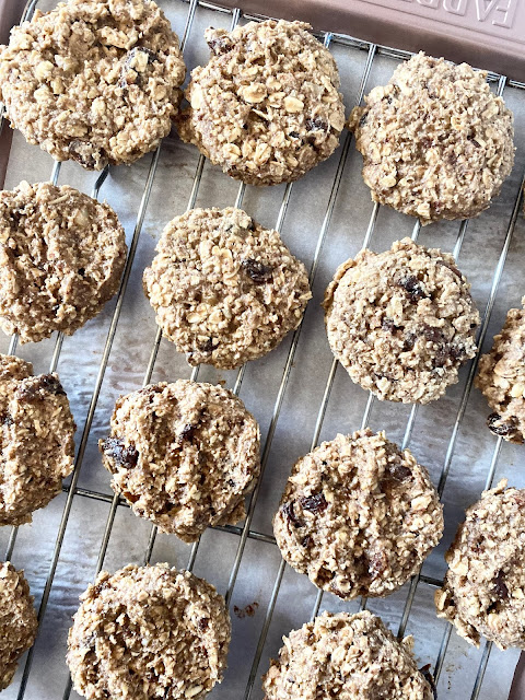 Healthy Breakfast Cookies...a quick breakfast option - these cookies are loaded with healthy ingredients - oats, bananas, walnuts, raisins, flax seed and more.