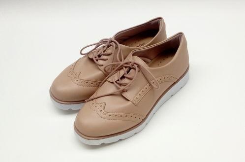 Sapato Oxford Bege com tratorado Renner