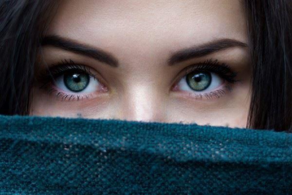 Seperti Ada 'Cacing' di Mata Saat Kepala Terasa Pusing? Ternyata ini Penyebabnya