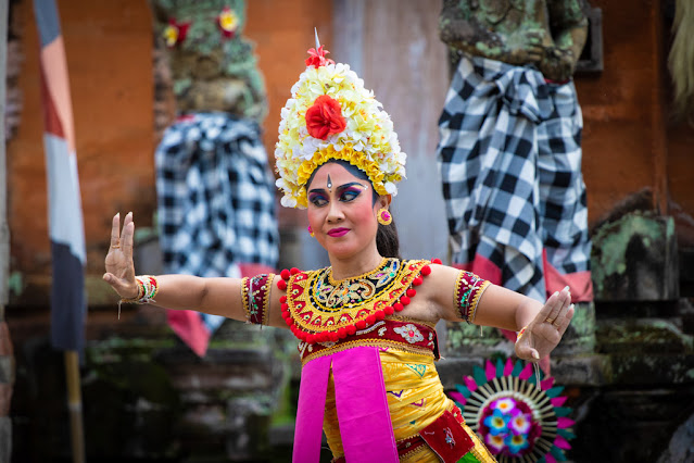 Danza tipica balinese al tempio del villaggio di Batuan-Bali