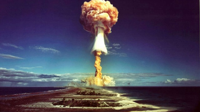 What-will-happen-if-a-nuclear-bomb-exploded-at-the-same-time-all-over-the-world