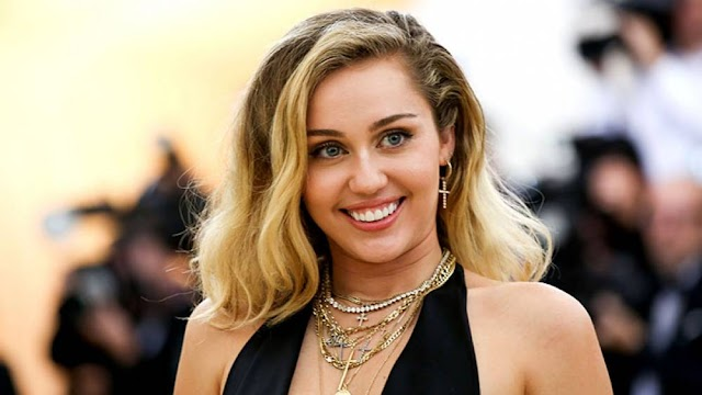 ¿Miley Cyrus estrena tatuaje sobre Liam Hemsworth?
