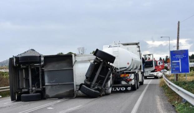 Σύγκρουση των τεσσάρων φορτηγών στην Περιφερειθακή Θεσσαλονίκης