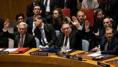 Foto del Secretario de Estado  norteamericano rodeado de los delegados de Reino Unido y de Bélgica durante la  votación del orden del día del Consejo de Seguridad durante el pasado 26 de  enero del 2019. Foto extraída de artículo  de prensa de El Comercio.