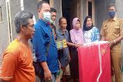 TKSK Kecamatan Cikande Serahkan Bansos ke Warga Pabuaran Desa Cikande