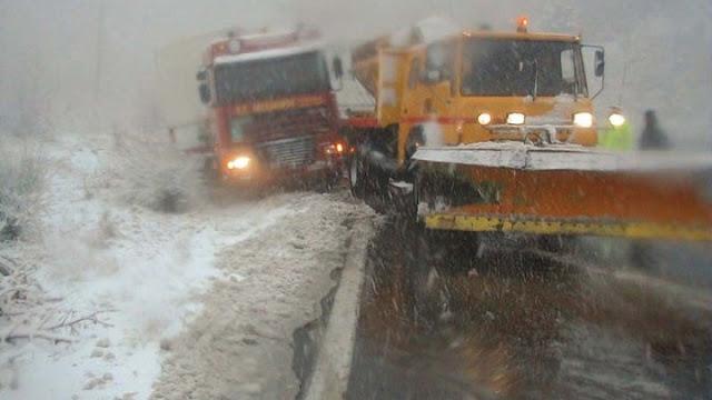 """Απεγκλωβισμοί επιβατών από οχήματα και διακοπές κυκλοφορίας λόγω της """"Ζηνιοβίας"""""""