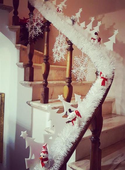 101 fiestas 10 escaleras decoradas de navidad - Escaleras decoradas en navidad ...