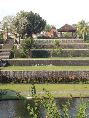 Berkunjung Ke Taman Narmada Lombok, Taman  Para Raja