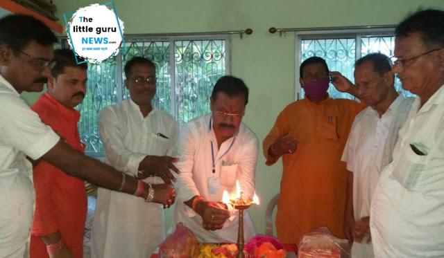 पताही प्रखंड के दर्जनों पंचायतों में भाजपा विधायक लालबाबू प्रसाद गुप्ता ने पंडित दीनदयाल उपाध्याय के जयंती के अवसर पर श्रद्धासुमन अर्पित किया