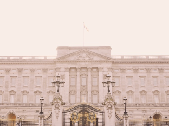 what to do on a london layover buckingham palace
