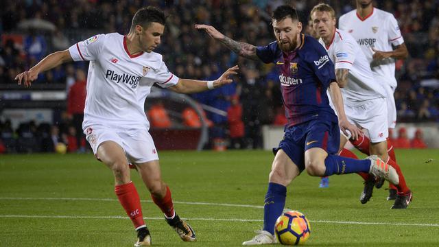Salah Satu Sevilla Cegah Messi Menerima Bola