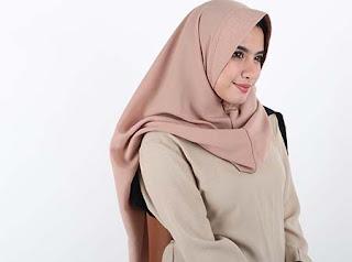 Devicia Tirta Rosa Pakai Hijab