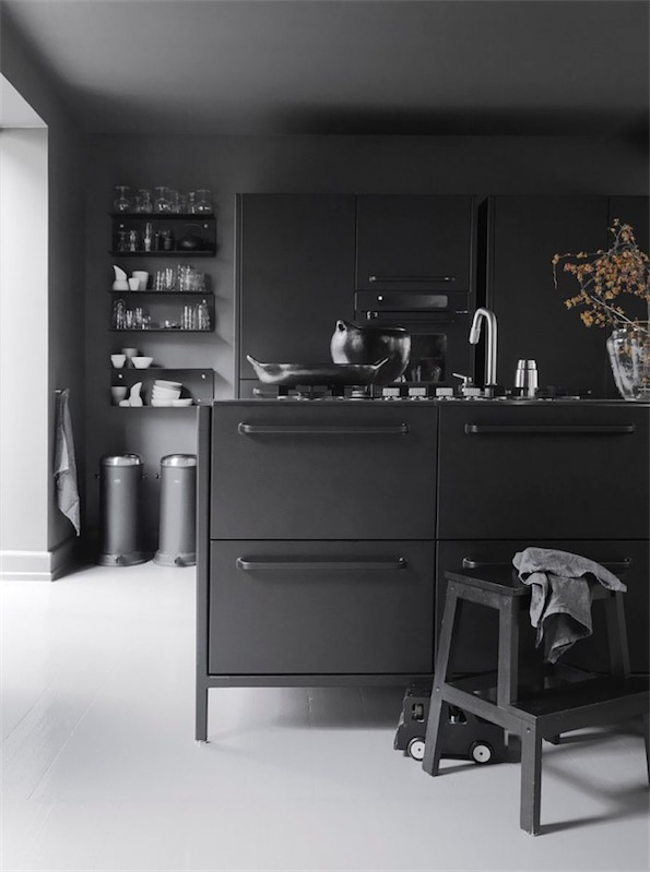 cocina con isla en color gris chicanddeco
