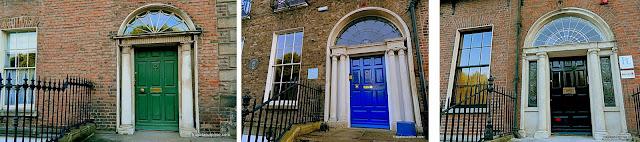 Portas coloridas nas casas de Merrion Square, em Dublin