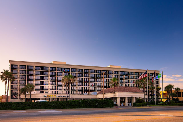Find your beachfront oasis at Holiday Inn Resort Galveston – On the Beach. We invite you to unwind at this stylish coastal resort on the Gulf of Mexico.