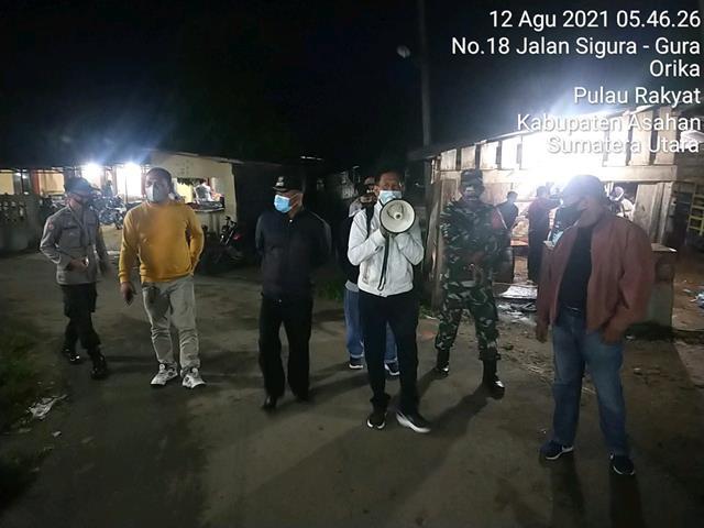 Himbau Pakai Masker Kepada Pedagang Dan Pengunjung DIlakukan Personel Jajaran Kodim 0208/Asahan