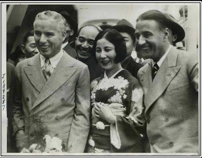 Чарли и Сид прибывают в Кобе, Япония, 1932 г.